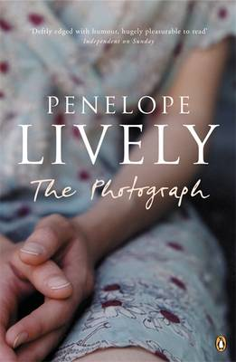 The Photograph By (author) Penelope Lively ISBN:9780141011943